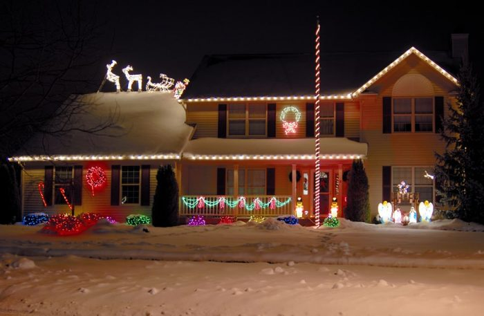 Before You Put Christmas Lights On Your Roof Elite